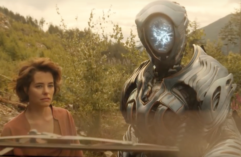 Parker Posey and Robot in Lost in Space
