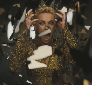 the evil queen in snow white and the huntsman